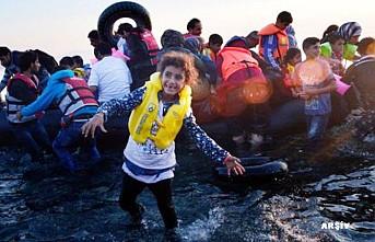 İngiltere'ye bir günde 140'dan fazla düzensiz göçmen ulaştı