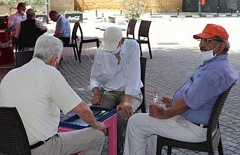 KKTC'de Restoran, Kafe ve Berberler Açıldı