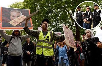 Londra'da sokağa çıkma kısıtlamaları protesto edildi