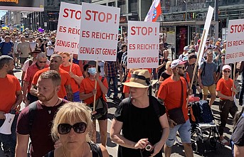 Almanya'da Kısıtlamalara Karşı Protesto