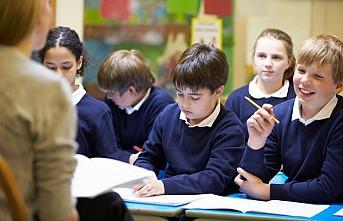İngiltere'de hükümet sınıflarda virüsün yayılma riski görmüyor