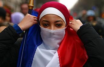 Fransa'da Müslüman Kadınlar Toplumsal Hayattan Siliniyor