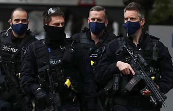 Londra'da Kraliyet Sarayı Yakınında İki Şüpheli Tutuklandı