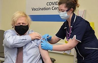 İngiltere Başbakanı Johnson, Oxford-AstraZeneca Aşısı Yaptırdı