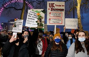 İngiltere'de Sarah Everard Cinayeti Ve Polise Yetki Protesto Edildi