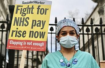 Londra'da Hemşirelerden Başbakanlık Önünde Protesto