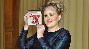Adele'nin de artık bir Kraliyet Nişanı var