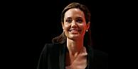 Angelina Jolieden hayranlarını üzecek haber!