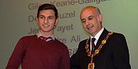 Başarılı öğrencilere Belediye Başkanından sertifika