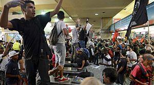 Bilet zammı protestoları şiddete dönüştü