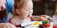 Çocuğunuzu yemek yemesi için tehdit etmeyin