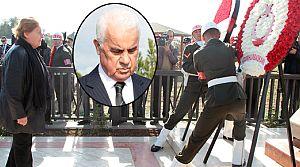 Denktaş, ölüm yıl dönümünde mezarı başında anıldı