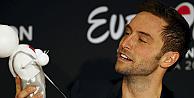 Eurovisionu kazanan Heroes şarkısının karanlık hikayesi