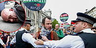 Halk hükümeti protesto için sokakta