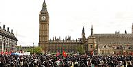 İngilterede gösteriler için 6 gün önceden başvuru zorunlu