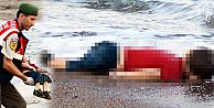 Kaçak göçmenleri taşıyan iki bot battı: 12 ölü
