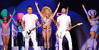 Lady Gaga İstanbul konserinde soyundu