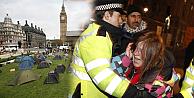 Londrada kapitalizm karşıtı  eylemcilere polis müdahalesi