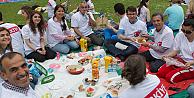 Londradaki  Türkler, piknikte bir araya geldi