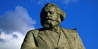 Karl Marxın Macaristandaki son heykeli de söküldü