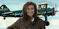 Maceraperest İngiliz kadın pilot, çift kanatlı tarihi uçakla İstanbul'da