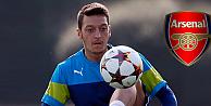 Mesut Özil, Arsenal'i bırakıyor mu?
