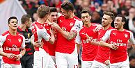 Mesut Özil'in de gol attığı maçta Arsenal, Liverpool'u 4-1 yendi