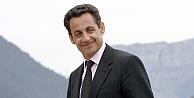 Nicolas Sarkozy siyasete geri dönüyor