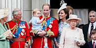 Prens George da babası gibi 31 yıl sonra balkona çıktı