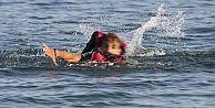 Suriyeli genç Egeyi yüzerek geçti