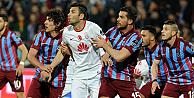Trabzonspor, Galatasarayı yenip zirvede darbe yaptı