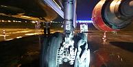Uçuşa geçen uçağın motoru uçuş pistinde patladı!