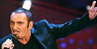 Ünlü şarkıcı hayranlarının gözü önünde hayatını kaybetti
