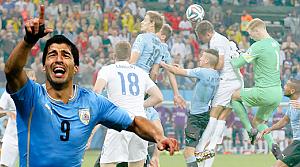 Uruguay, Suarez'in 2 golüyle İngiltere'yi şokladı!