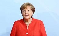 Merkel'den Türkiye'ye takdir sözleri