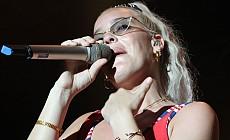 İngiliz Sanatçı Anne Marie Antalya'da konser verdi
