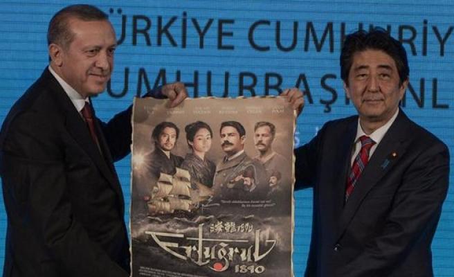 Erdoğan ve Abe'den o filmin posterine imza