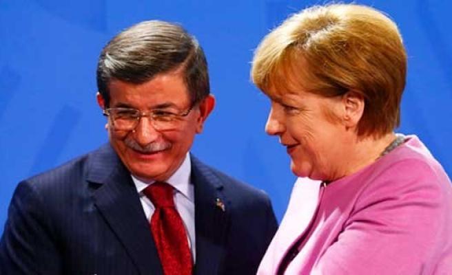 Davutoğlu'ndan Berlin'de güçlü işbirliği mesajı