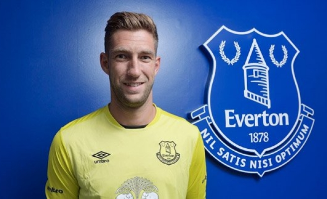 Everton, Stekelenburg'u transfer etti