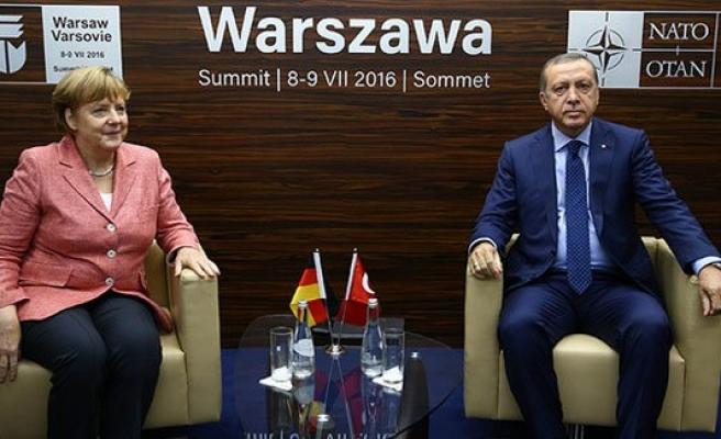 'Soykırım' krizi sonrası Merkel ile ilk görüşme