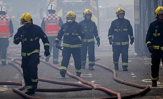 Londra'da çıkan yangın korkuttu