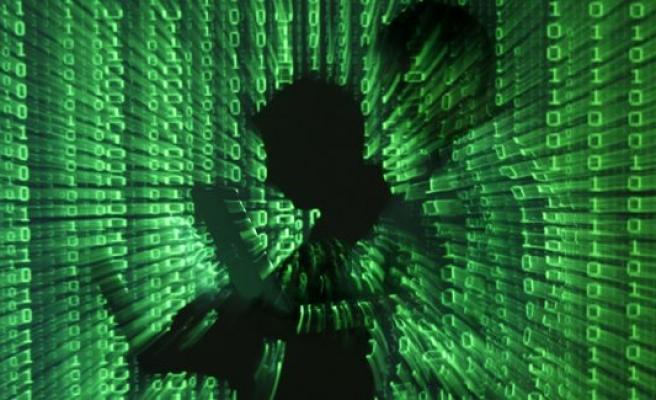Siber polisler troller için görev başında