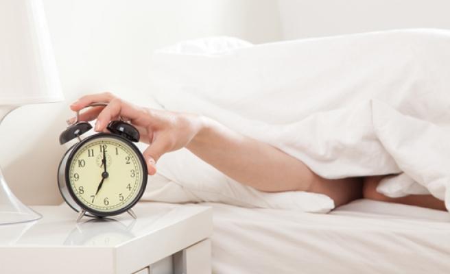 Alarmı erteleyip tekrar uyuyanlar dikkat!