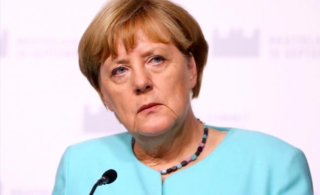 Merkel, Türkiye ile görüşmelerin kesilmesini...