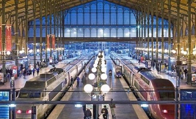 Rusya'da bomba alarmı! 3 tren istasyonu boşaltılıyor