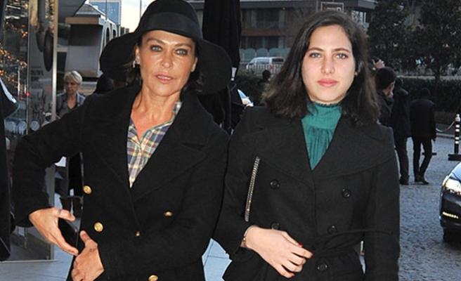 Hülya Avşar'ın kızı Zehra'dan utandığı an!