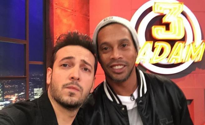 Ronaldinho '3 Adam'ı ezdi geçti
