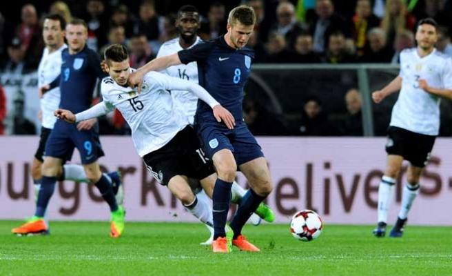 Podolski'nin veda maçında Almanya İngiltere'yi yendi
