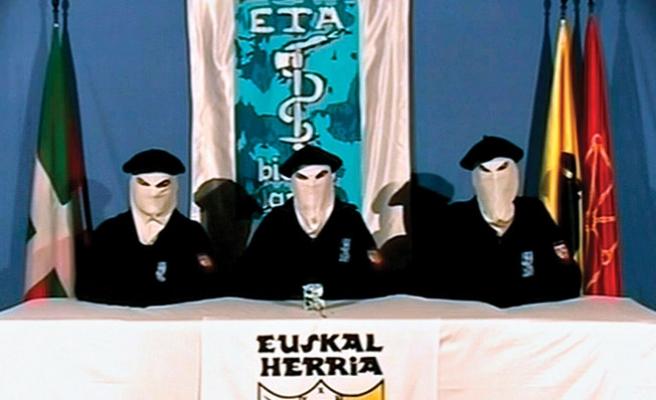 ETA, silahlarını teslim ediyor