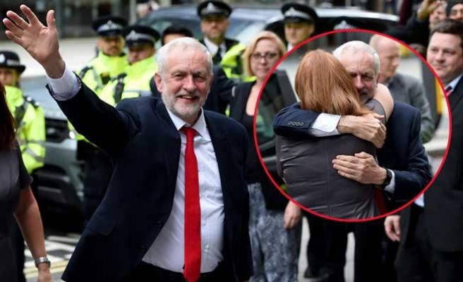 Jeremy Corby, May'in istifasını istedi